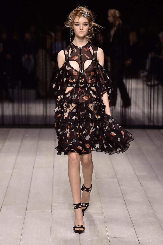 Alexander McQueen - Runway RTW - Fall 2016 - London Fashion Week