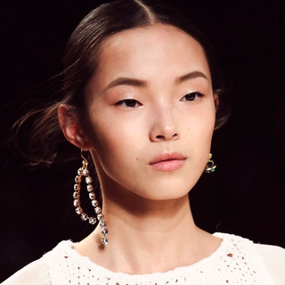 spring-trends-2015-mismatched-earrings