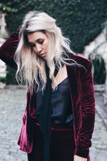 look-dia-veludo-coisasdastres-blond-velvet-blazer