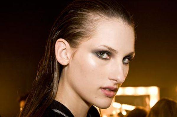 criar-efeito-molhado-nos-cabelos-13