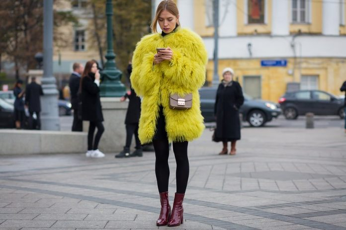 fashion-week-russia-spring-2016-street-style-021-696x464