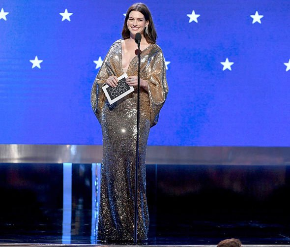 Anne-Hathaway-Critics-Choice-Awards-2020-stage-2255222