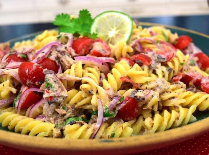 salada-de-macarrao-com-sardinha-11262